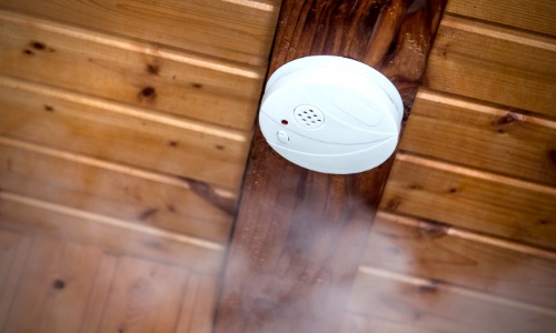 Photo of smoke detector mounted on ceiling.